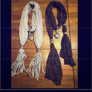 Accessories - Women's Scarfs